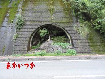 横穴の祠2