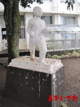 動く銅像3