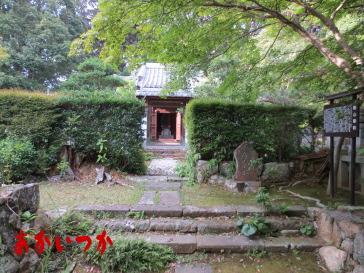 築山御前の墓2