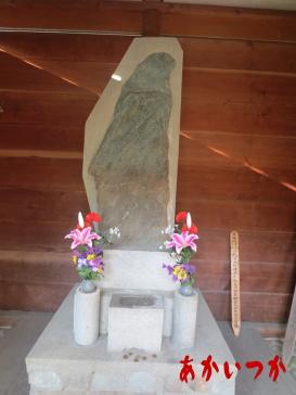 築山御前の墓4
